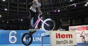 Trial Bike Show: rimanere in pista con item