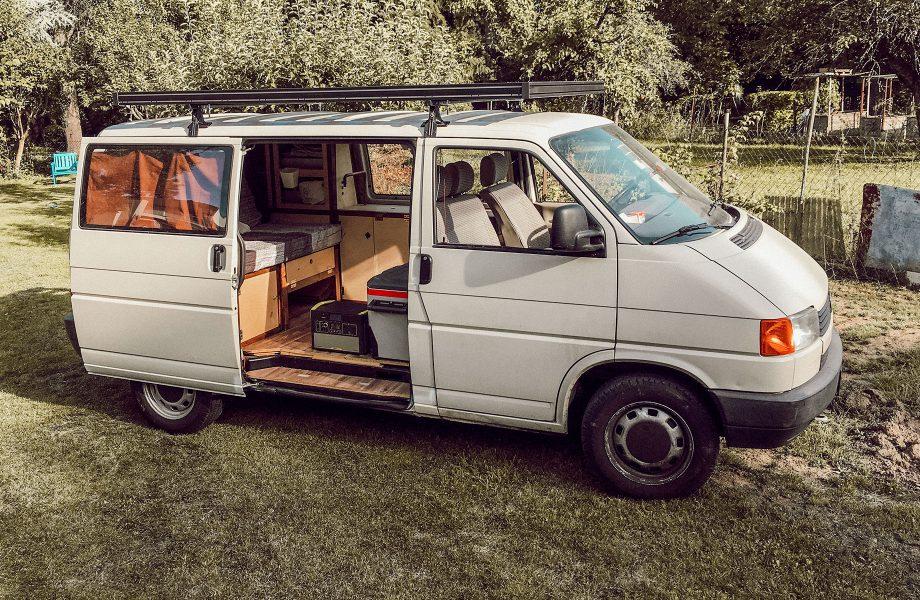 Un portaequipajes de aluminio: indispensable en su autocaravana VW