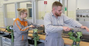 Versatile industrial work benches for the CURRENTA training campus