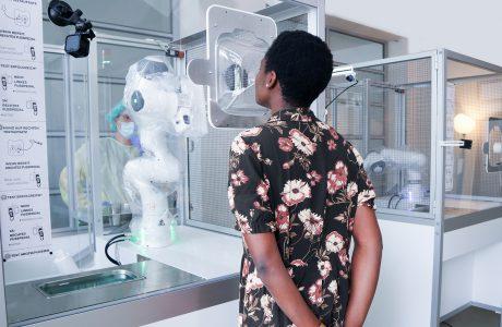 Automatisierte Corona-Tests dank unermüdlichem Roboter