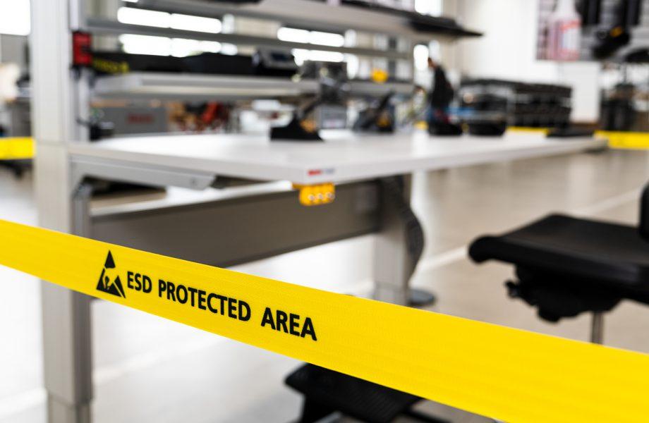 Stół roboczy z wyposażeniem ESD: zaprojektowany niezawodnie, łatwo i szybko